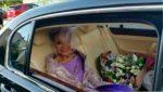 86-летняя невеста вышла замуж в потрясающем платье собственного дизайна