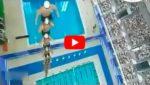 Необыкновенный рекорд по прыжкам в воду - такого прыжка в воду еще никто не видел.