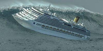 Круизное судно чуть ли не переворачивается во время бури! Шокирующие кадры…