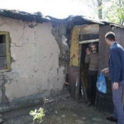 Фото ужасного жилья этого старика попали в интернет. Вот как преобразили его жизнь добрые люди...