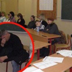 Решили как-то родители поменять парты в классе. И случился небольшой раскол...