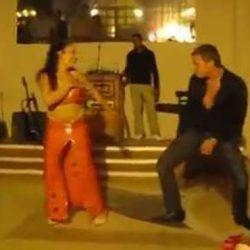 Турист из России смог перетанцевать танцовщицу! И как только он это делает...