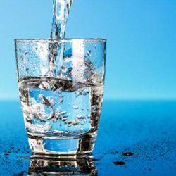 Оставляйте стакан воды у кровати на всю ночь. Это поможет с...