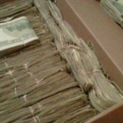 Его жена давно спрятала от него много денег. Дед нашёл эти 95000$, но узнав, откуда они, он...