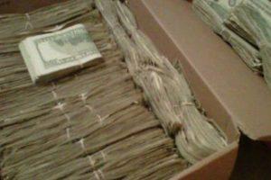 Его жена давно спрятала от него много денег. Дед нашёл эти 95000$, но узнав, откуда они, он…
