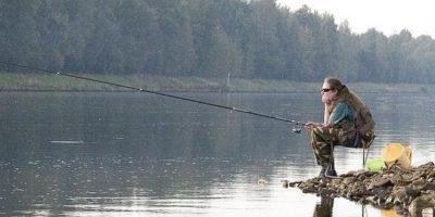 Если бы соседка не наседала на меня с этим, то я никогда бы и не узнала, чем занимается мой муж на рыбалке…