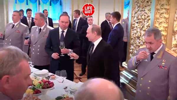 Как выпивает Путин — особая техника КГБ