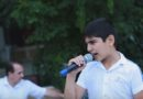 В исполнении этого паренька песня под названием «Кукушка» восхитила абсолютно всех прохожих. Великолепный голос…